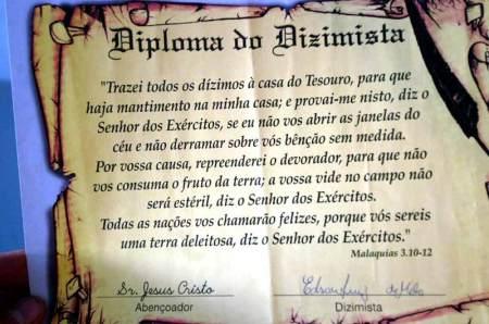 Diploma de burrice atesta sua proficiência na área.